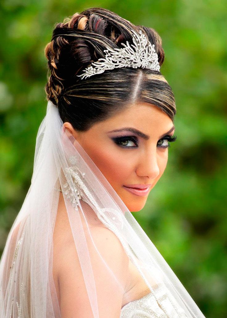 Свадебная прическа в греческом стиле с фатой